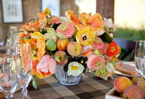 Decoração inspirada em cavalos - Arranjo de mesa com frutas e flores